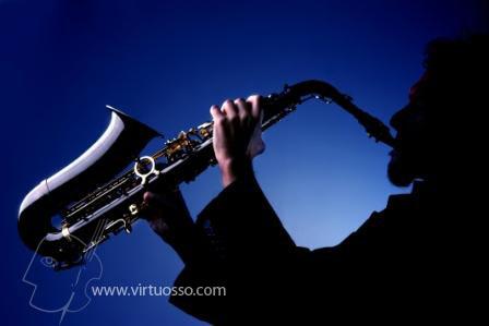 Conoce nuestros cursos para tocar el saxofón y la trompeta,